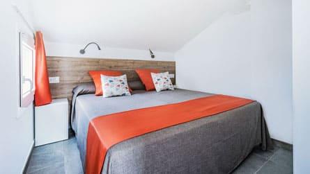 1-estudio-dos-personas-sitges-dormitorio.jpg